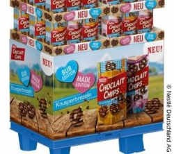 Foto: Display für Choclait Chips Knusperbrezeln im Oktoberfest-Design; copyright: Nestlé Deutschland AG