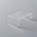 Table in clear acrylic