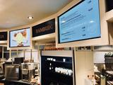 kompas im Einsatz: Digital Signage in der Bäckerei (Foto: Peakmedia)