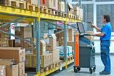 Mobiler Arbeitsplatz MAX im Einsatz zur Waren-Kommissionierung