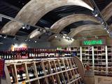 Instore Kommunikation Spanndecken Weinabteilung